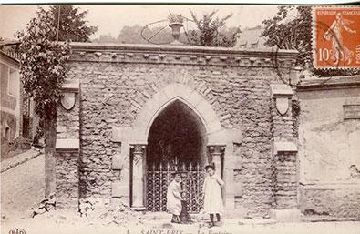 Saint-Prix en cartes postales - La fontaine aux pèlerins