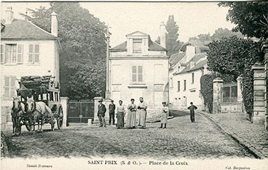 Saint-Prix en cartes postales - Place de la croix