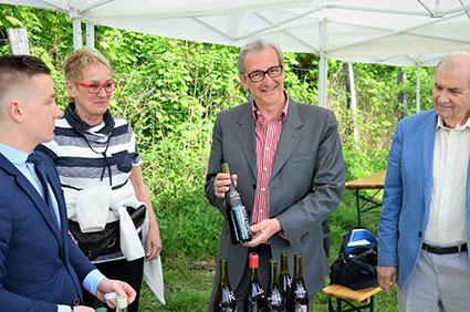 Jean-Pierre Enjalbert présente le vin des coteaux de Saint-Prix